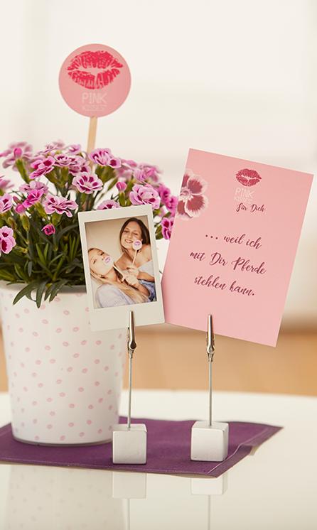 """Pink Kisses für Dich: Individuelle Pink Kisses Grüße mit Sofortbild-Selfie und Grußkarte """"... weil ich mit Dir Pferde stehlen kann."""""""