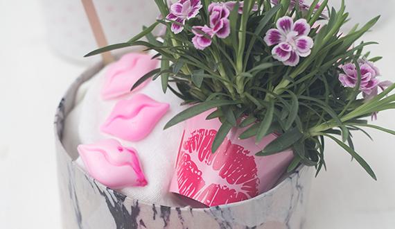Geschenkkörbchen für die beste Freundin mit Pink Kisses