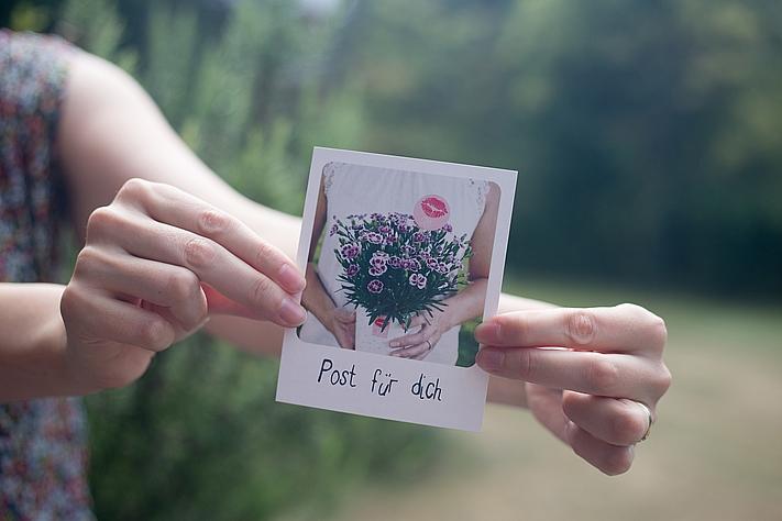 Post für dich! Ein Pink Kisses Gruß per Polaroid